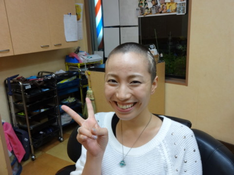 女性丸刈り女性坊主ラインアート (33)