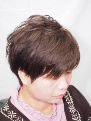 カットで作る、クセ毛を活かしたパーマ風スタイル