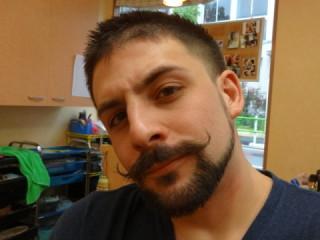 ヒゲデザイン カイゼル 髭