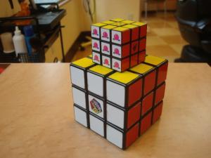 仕事中にルービックキューブで遊ぶ