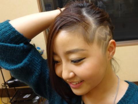 刈り上げ女子レザーアート1 (15)