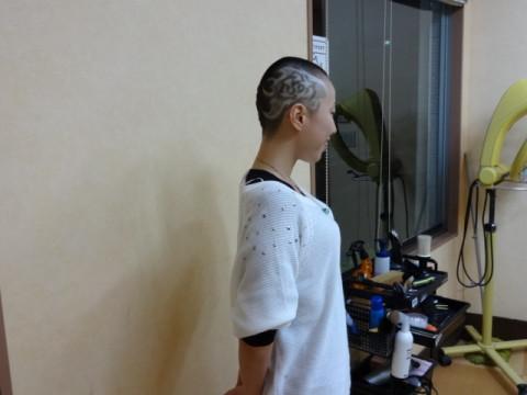 女性丸刈り女性坊主ラインアート (50)